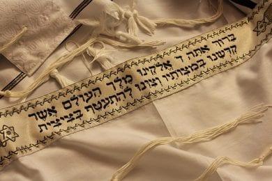 מכירה ובדיקה של ספרי תורה, תפילין ומזוזות
